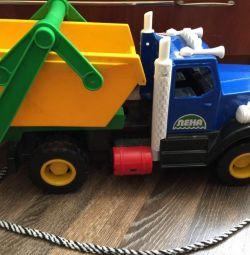 Camion de gunoi pentru camioane