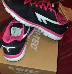 Νέα αθλητικά παπούτσια Hi-Tec σελ. 37.
