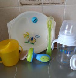 Ένα σύνολο πιάτων για τη διατροφή του μωρού σας