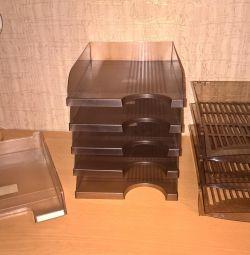 Horizontal paper trays