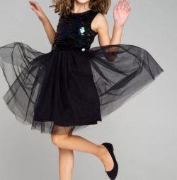 Rochie elegantă cu paiete.