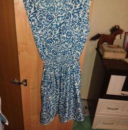 Платье летнее. Шелк. Р.42.новое.купила в юноне.