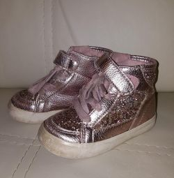 Pantofi sclipici.