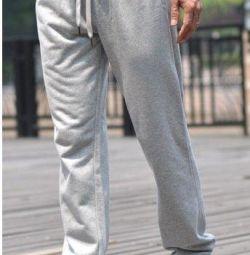Pantaloni sport.