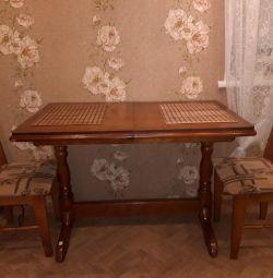 Τραπέζι και καρέκλες κουζίνας