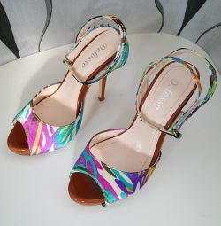 New sandals 35-36 sizes.