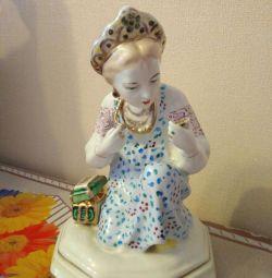 Figurină fată