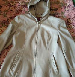 Kremalı deri ceket