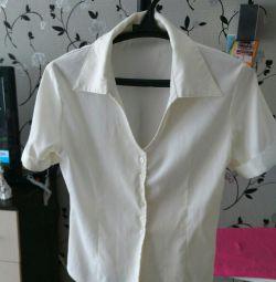 Блуза белая..