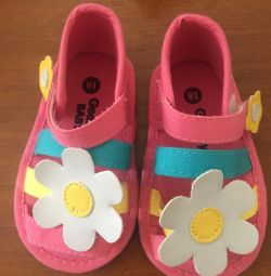 нові сандалі