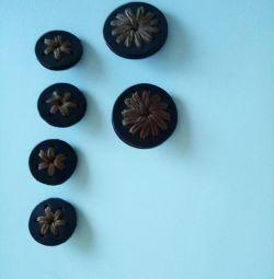 κουμπιά από δέρμα