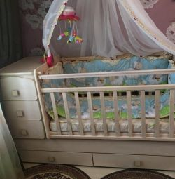 Crib + new sides and canopy with crepe