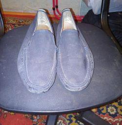 Τα παπούτσια είναι άνδρες, καλοκαίρι