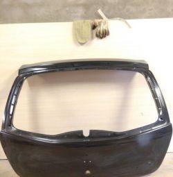 Крышка багажника Рено Сандеро 09-14г новый
