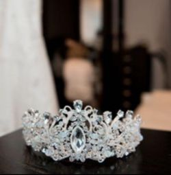 Crown for the wedding / tiara ?