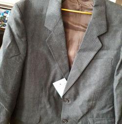 костюм новий