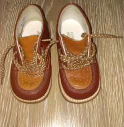 Leather shoes 20p.