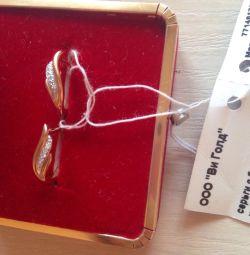 Νέα σκουλαρίκια με διαμάντια