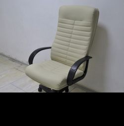 Кресло руководителя Консул бежевый