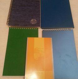 Нові зошит і блокноти на пружині