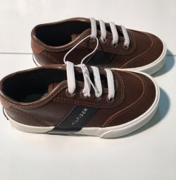 Νέα παπούτσια original Hilfiger