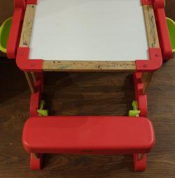 Smoby çizmek için bir tahta ile okul masası