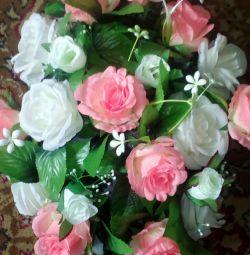Γάμος λουλούδια στην κουκούλα του αυτοκινήτου