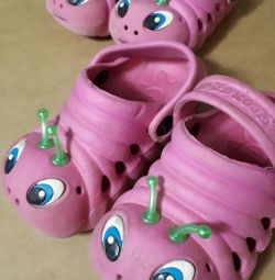 Καλοκαιρινά παπούτσια για μικρά παιδιά