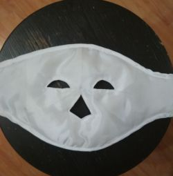 Cosmetic mask with magnets