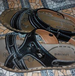 літні сандалі