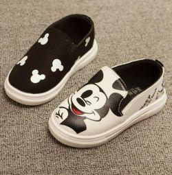 Mickey Slip-on Sneakers