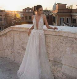 Γαμήλιο φόρεμα με το στυλ του Boho Birenzweig
