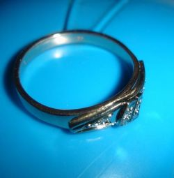 Gold ring with diamonds