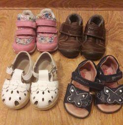 Кроссовки и сандалики на девочку
