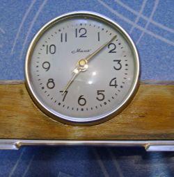 """Era ceasului de masă al """"Farului"""" URSS."""