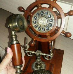 Телефон под ретро