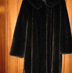 Πωλούν ένα παλτό γούνας