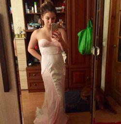 Βραδινό φόρεμα με τραίνο