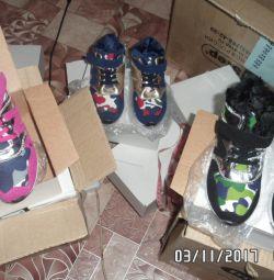 Кросівки нові зима