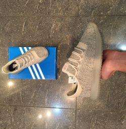 Ο σωληνωτός ιππότης της Adidas