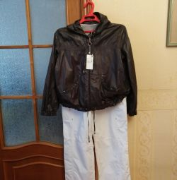 Tracksuit (windbreaker and trousers)
