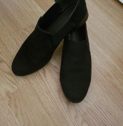 Suede low shoes