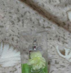 жіночий парфум