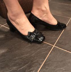 Shoes lacquer
