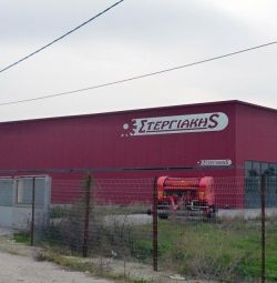 Два смежных производственных здания: a) 604,03 кв.м