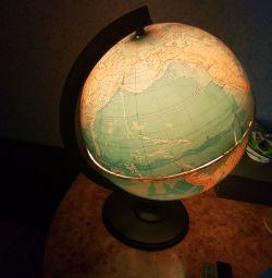 Globe big worker