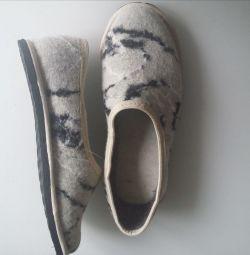 Papuci pentru femei din pâslă