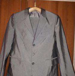Θα πωλούν κοστούμι εφηβικής παντελόνι. Razm.44-46