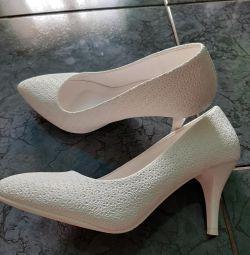 Весільні туфельки