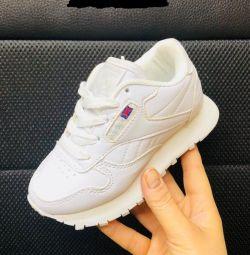 pantofi adidasi noi